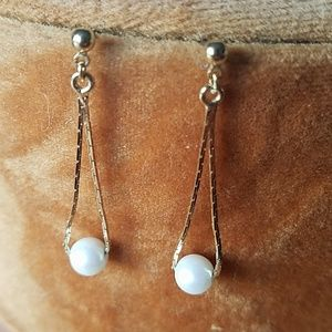 Jewelry - Gold chain and pearl dangle earrings